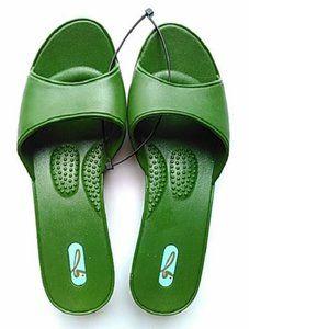 Oka-B Womens Slip on Sandals, Green, ML